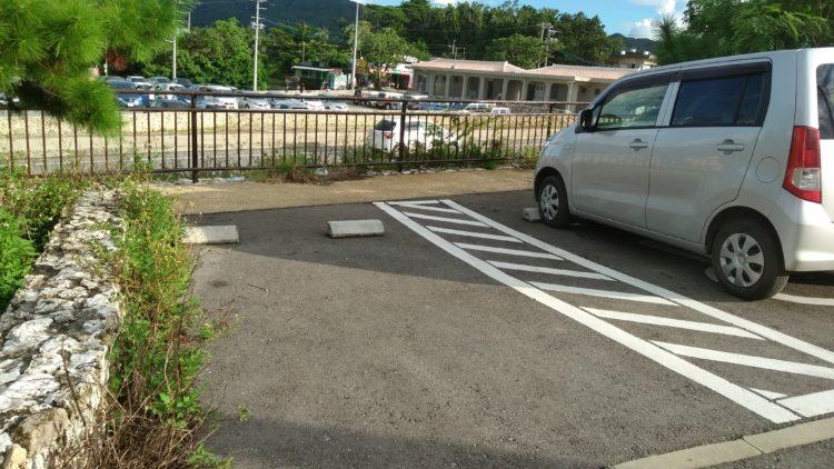 川平湾の無料駐車場