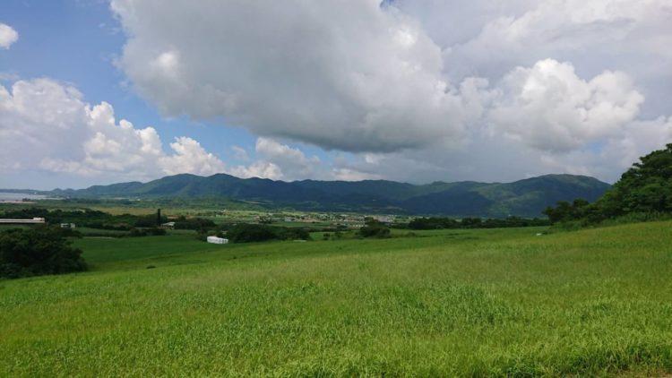 小広場展望台から眺めた草原の景色