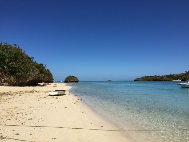 浜辺から見た崎枝ビーチの様子