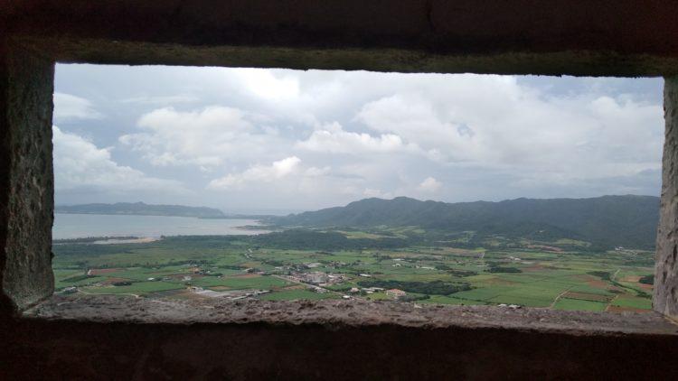 渡り鳥観察所の穴から眺めた石垣島の景色