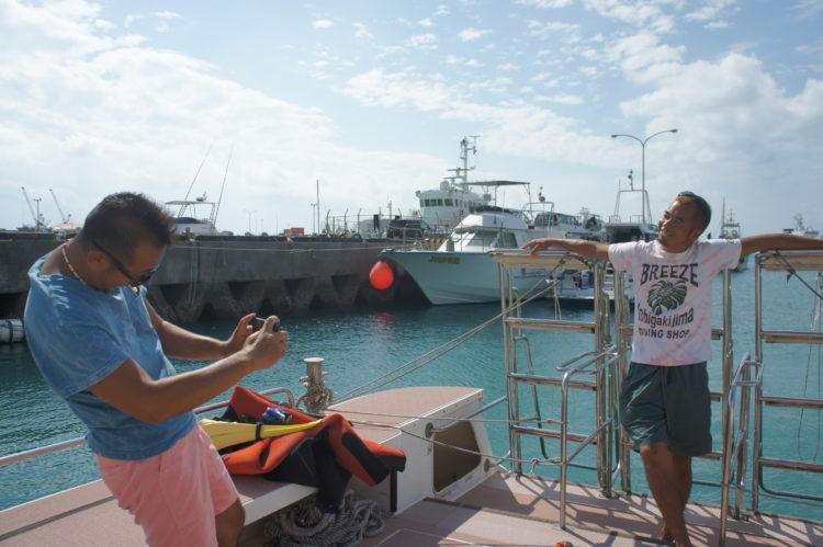 ボート撮影で決めてるポーズ