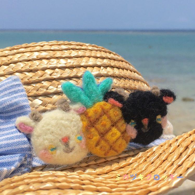 麦わら帽子と海