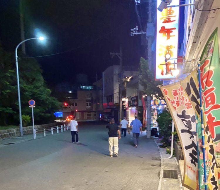 豊年満作石垣店前の通り
