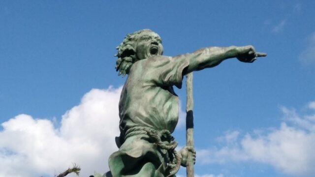 オヤケアカハチの銅像